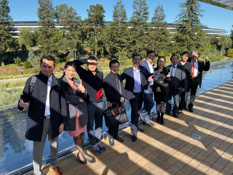 Lotus QA and Vietnamese Team in front of $5 billion spaceship campus of Apple